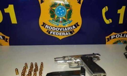 PRF apreende arma e munições em Barra do Garças