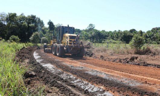 Governo de Confresa executa obra de manutenção de vias na região do Setor Lagoinha