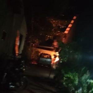 Casa pega fogo e morador tem que ser acordado por vizinhos para sair do local em bairro de Confresa