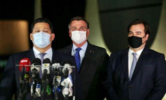 Respeitamos o teto de gastos, diz Bolsonaro após reunião com Maia e Alcolumbre