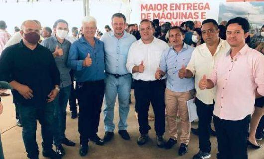 Senador se compromete a viabilizar R$ 1,2 milhão para conclusão de casas populares em Vila Rica