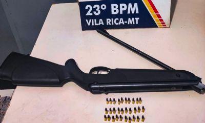 Homem é preso por porte ilegal de arma de fogo após ser flagrado com carabina em Vila Rica