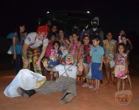 Polícia Militar realiza entrega de brinquedos para crianças de Vila Rica