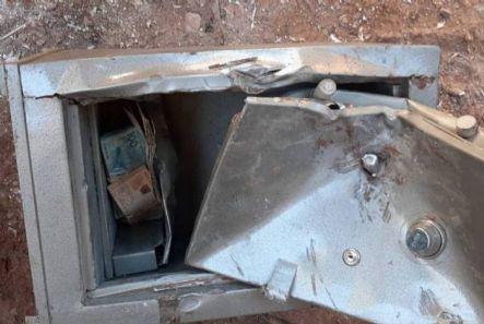Catadores encontram R$ 35 mil em fundo falso de cofre