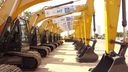 Governo entrega máquinas e equipamentos para agricultura familiar e infraestrutura nesta sexta-feira (08)