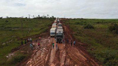 Atoleiro deixa mais de 200 carretas paradas na MT-322 em Espigão do Leste