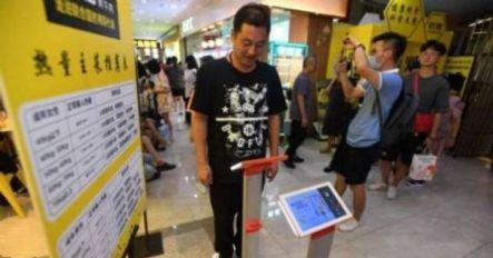 Restaurante pesa clientes antes de servi-los na China