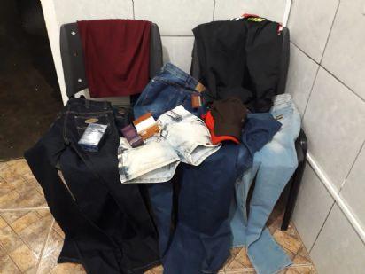 Casal é preso pela PM minutos após furtarem roupas e perfumes de loja em Veranópolis