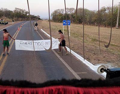 Indígenas bloqueiam da BR-158 em Serra Dourada e no trevo de Canarana