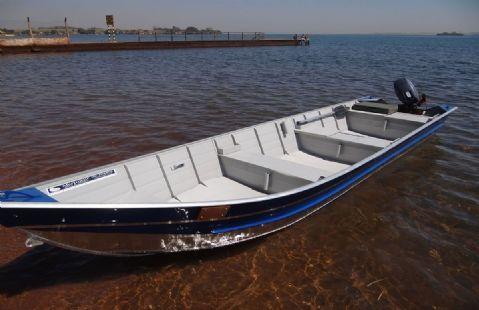 Dois motores de popa e um barco são furtados de propriedade em Novo Santo Antônio