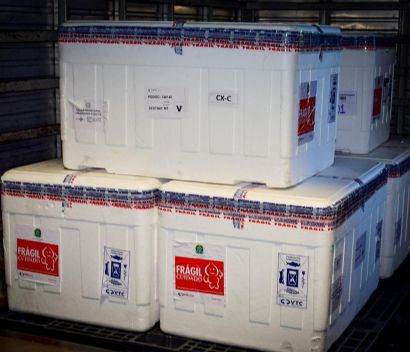 Mato Grosso recebe mais 85 mil doses de vacina contra Covid-19 que serão distribuídas aos municípios