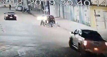 Funcionário de supermercado é assaltado enquanto levava dinheiro a banco de Confresa (vídeo)