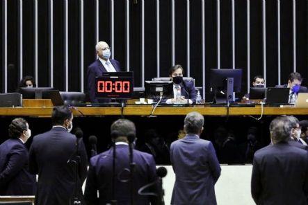 Câmara adia eleições municipais de outubro para novembro