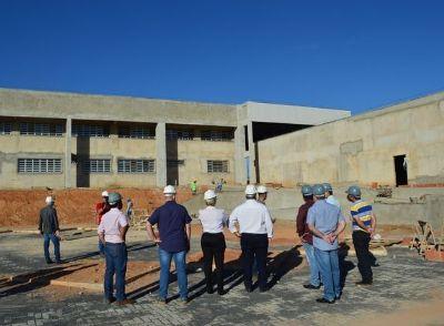 Vereadores, Vice-Prefeita e Secretário Adjunto de Educação Profissional e Superior da SECITEC visitam obras da Escola Técnica em Água Boa