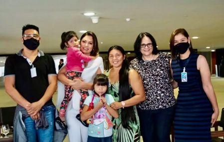 Michele Bolsonaro posta foto com Índia que foi enterrada viva em Canarana