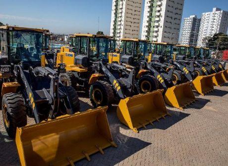 Governo começa a receber máquinas e equipamentos adquiridos para conservação de rodovias