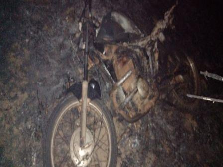 Um homem morre e outro fica ferido após tentarem escapar de incêndio em uma moto em Canabrava do Norte