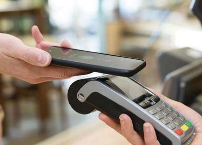 Compras online crescem e consumidores usam mais formas digitais de pagamento
