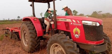 Funai e parceiros promovem curso de operação de tratores agrícolas para indígenas no Xingu