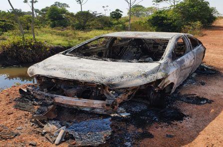 Carro é encontrado carbonizado na zona rural de Querência
