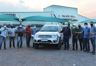 Governo de Vila Rica doa veículo para Câmara Municipal de Vereadores